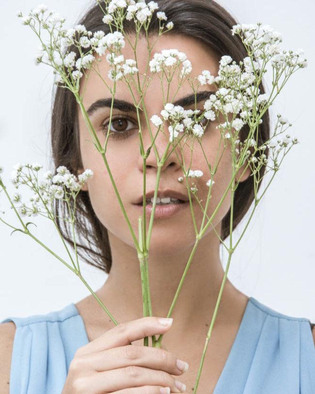 portrait with flowers portret z kwiatami photography lacunna anna marcinkiewicz
